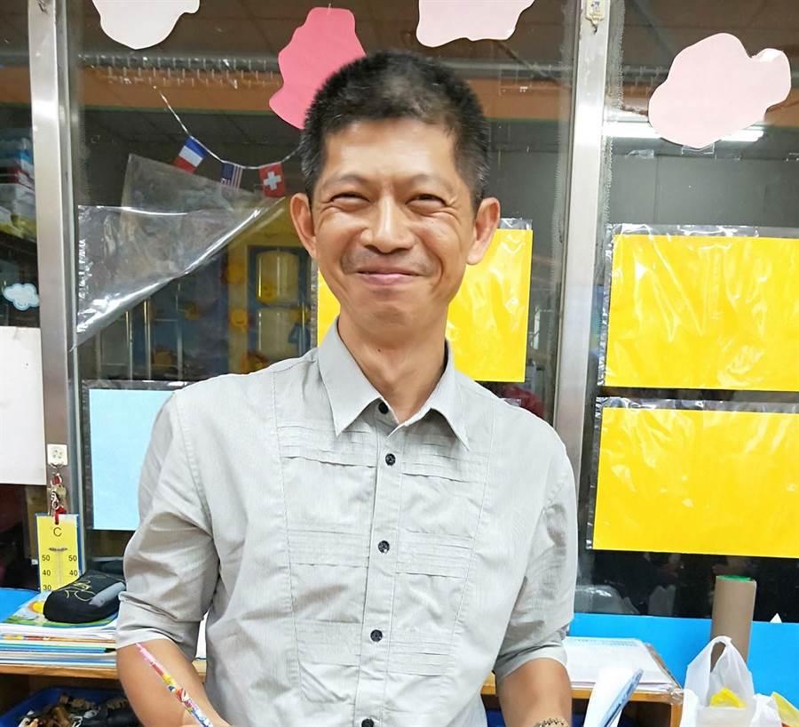 陳菊隨行攝影官吳建鴻。(圖/取自臉書)