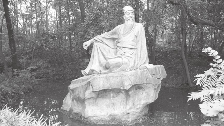 三苏祠内的苏东坡石雕像。