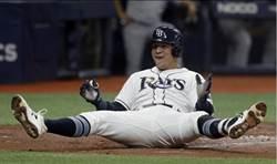 MLB》外野手看不見飛球 變成場內全壘打