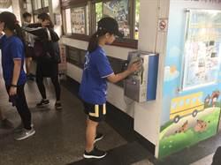 南科實中畢業小旅行 帶水桶清潔火車站