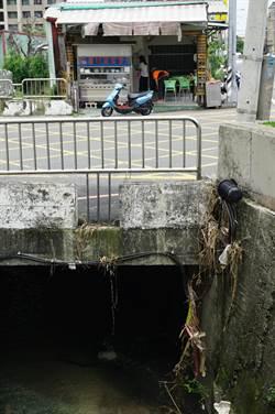 橋涵附掛管線釀水患 議員批國營事業要打屁股