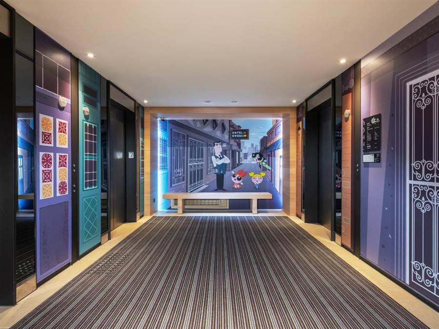 和逸飯店台南西門在樓層廊道精細裝點卡通頻道故事,讓房客感受新創意與舊風情交織的獨特府城魅力。(圖/和逸飯店)