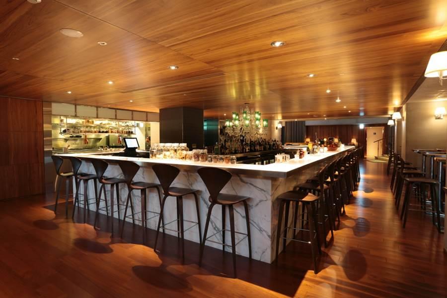 ▲S酒吧的輕鬆氛圍非常適合下班後聚會小聊 (圖片來源: SHotel提供)