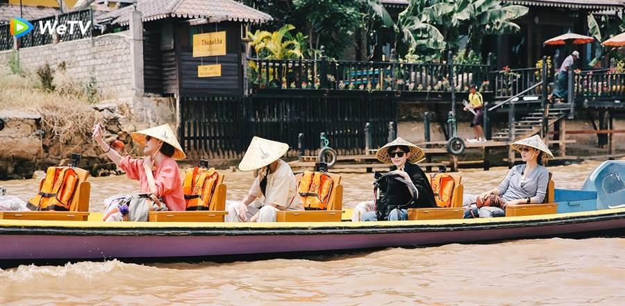 小S、阿雅、范曉萱、大S在《我們是真正的朋友》體驗緬甸風光。(WeTV提供)