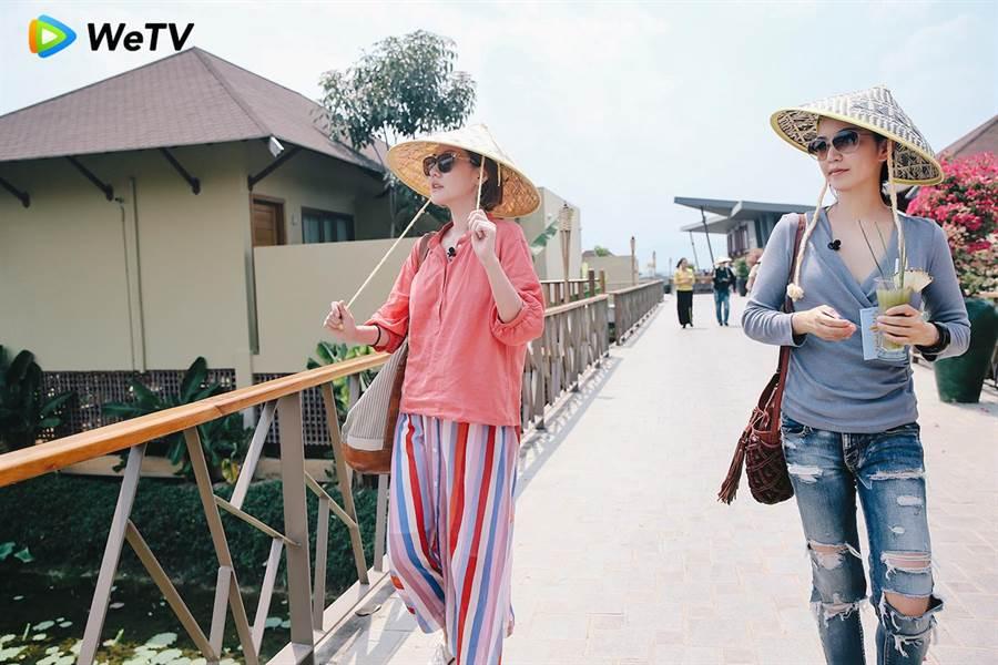 小S(左)與阿雅在《我們是真正的朋友》展現姐妹情誼。(WeTV提供)