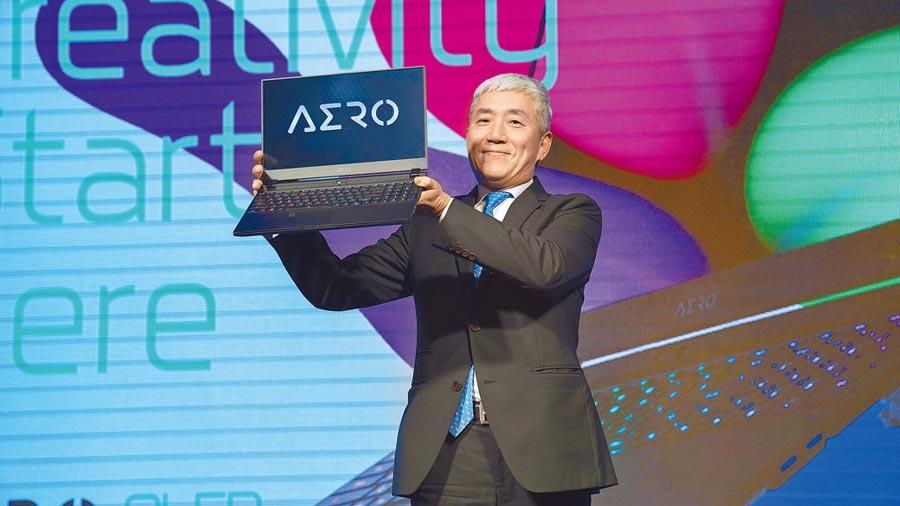 技嘉科技董事長葉培城出席新品發表會,未來品牌將透過AERO 15 OLED,重新定義未來筆電市場,打造完美符合內容創作者使用情境的筆電。(GIGABYTE提供)