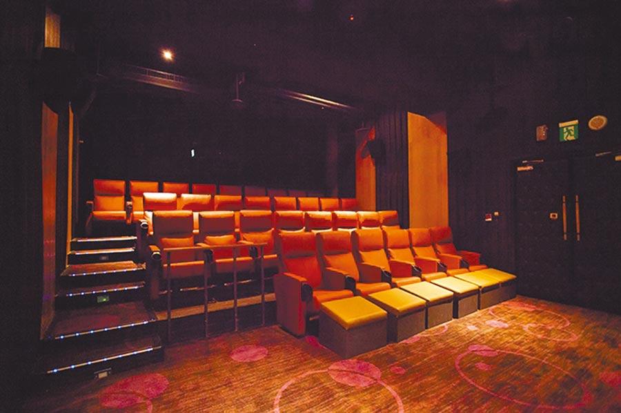 喜樂時代影城永和比漾店有13個巨幕微影廳,以多維度全景聲、法拉利等級皮椅為特色。(比漾廣場提供)