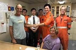 陽明海運發揮救助精神 失火帆船2澳洲人獲救