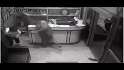 KTV醉客不滿被「請出去」 秒變鐮刀惡煞砍傷1男1女