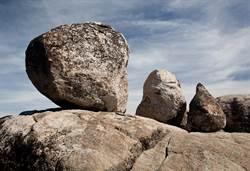 神奇崖壁 每隔30年下一顆石蛋