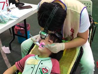 南市國小學童潔牙觀摩 35校學童比護牙
