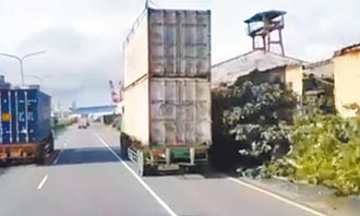 中港貨櫃車疊疊樂 驚險趴趴走