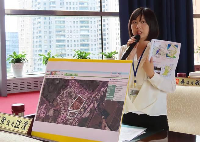 市議員徐瑄灃30日為福貴社區居民請命,要求市府為民眾留一條就醫的活路。(陳世宗攝)