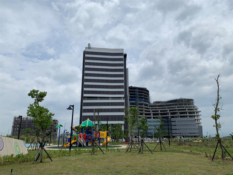 產專園區建築物已陸續興建起來。