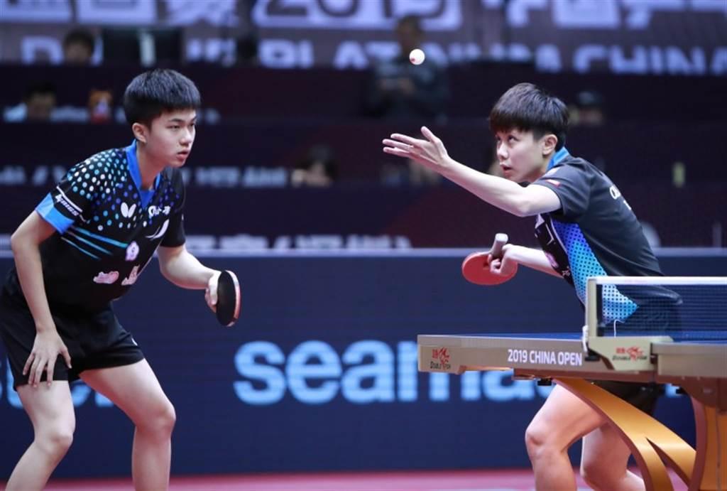 林昀儒(左)鄭怡靜在在WTT世界桌球職業大聯盟卡達站勇奪混雙冠軍。(資料照/ITTF官網翻攝)