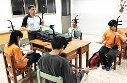 中市8教師獲教育部杏壇芬芳獎 教育局長:教育無他 唯愛與榜樣
