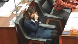 高巿教育局長發言惹議 女議員淚灑議場