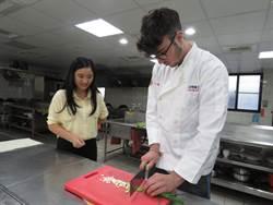 喜愛台灣文化、美食 義大利學生來台學料理