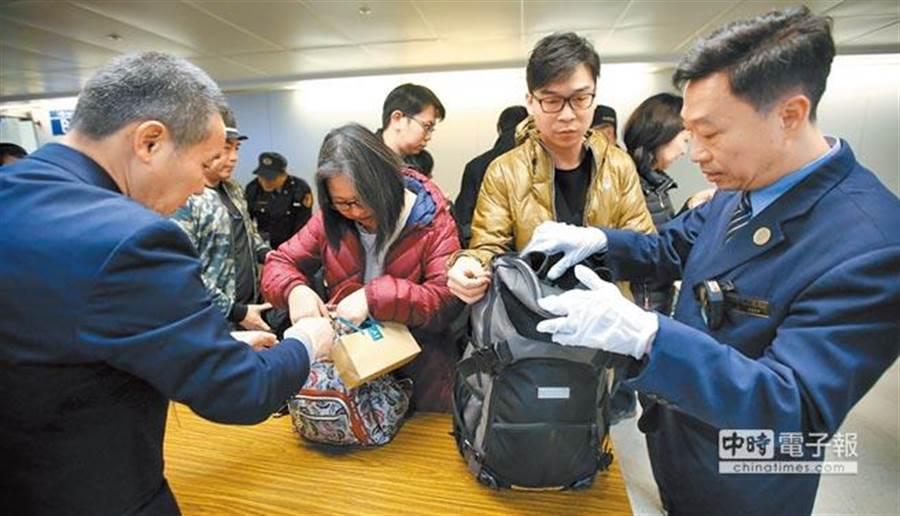 北韓爆發非洲豬瘟疫情,為防疫情入侵,31日南韓來台旅客手提行李將進行全面性檢查。 (示意圖/本報資料照)