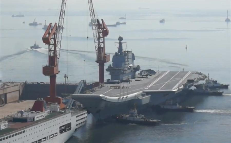 002艦5月31日結束第6次海試,返回大連造船廠的畫面。(YouTube截圖)