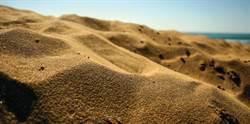 當地人都嚇歪! 中東驚見「沙河」