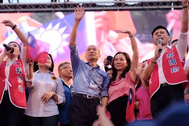 高雄市長韓國瑜1日赴凱道造勢,展現高人氣。(張凱乙攝)