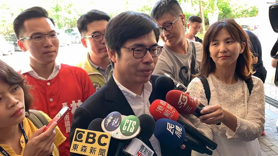 行政院副院長陳其邁(中)今暗酸高雄市長韓國瑜「「總不能換了一個位置, 又馬上像火箭一飛沖天要征服宇宙」。(柯宗緯攝)