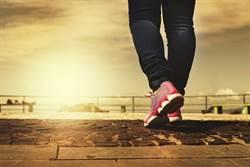 日行萬步難達標 哈佛研究:走4400步就夠了