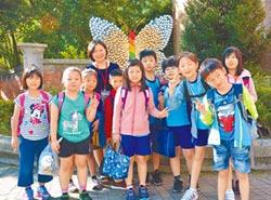 學童彩繪 環保蝴蝶換新裝