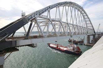 封鎖港口的跨海大橋