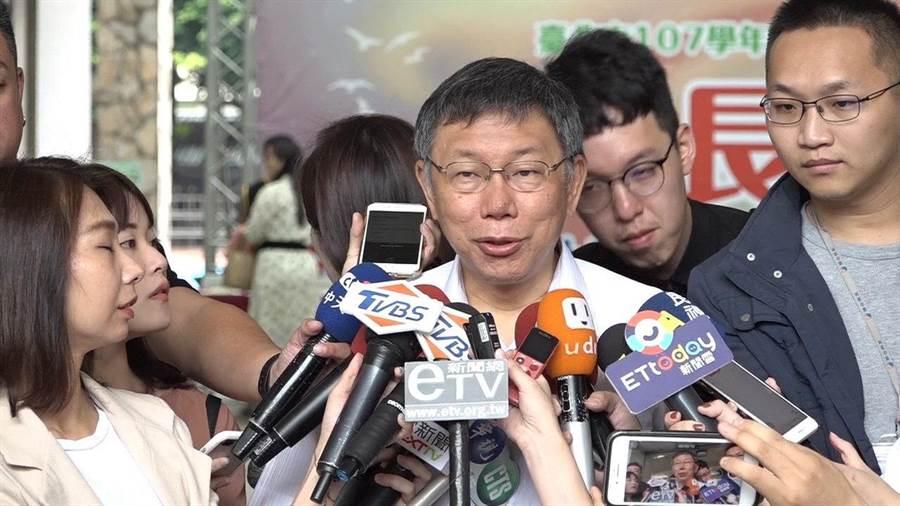 台北市長柯文哲2日被問到前行政院長批評兩岸一家親說法,柯回應只是表達善意。(張立勳攝)