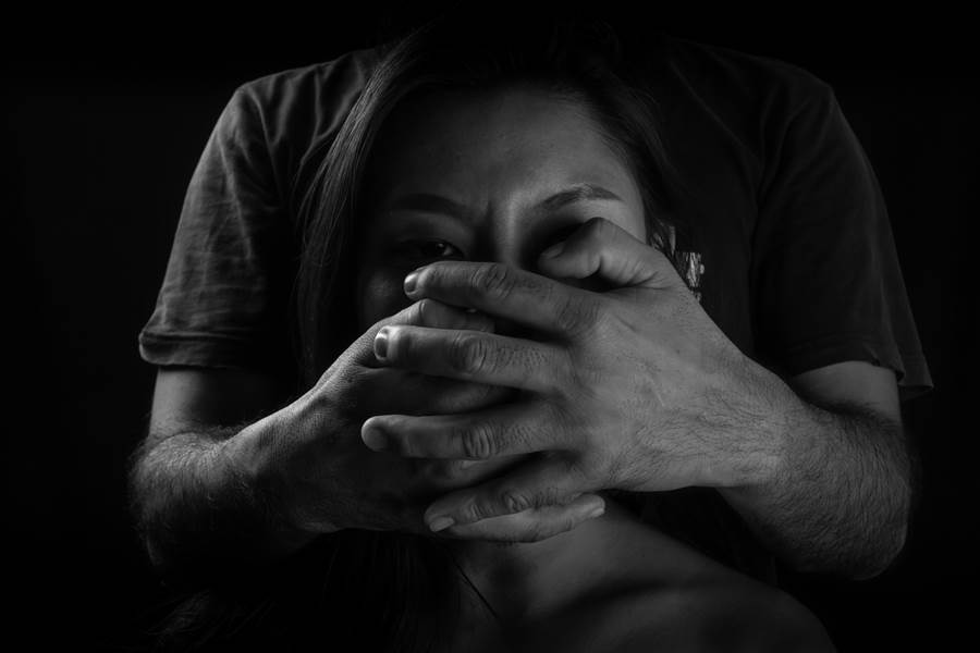 嫖客以變態手法凌虐賣淫女。(達志影像/shutterstock提供)