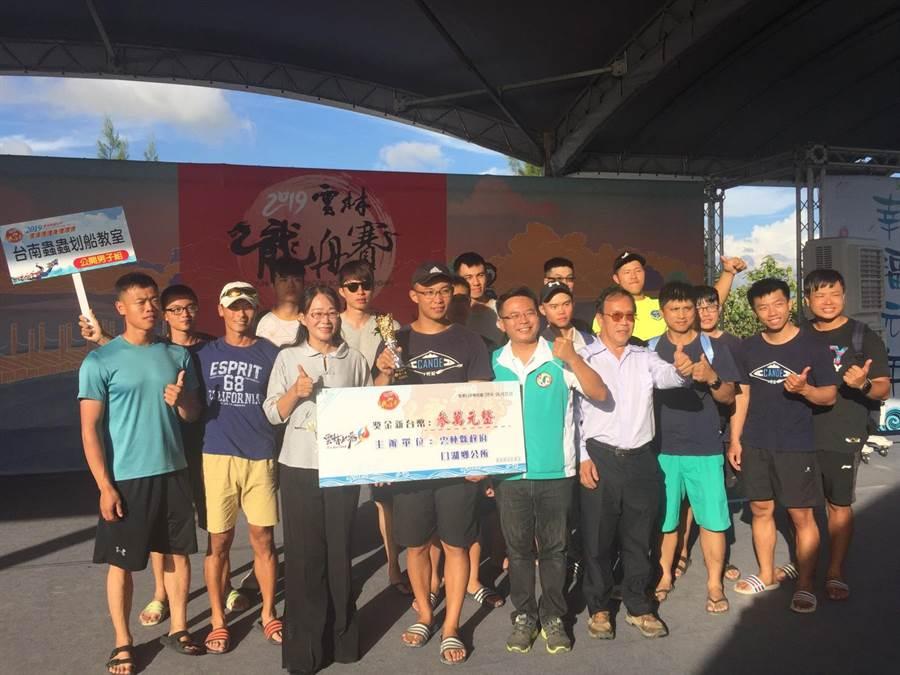 公開男子組由台南蟲蟲划船教室奪冠。(縣府提供)