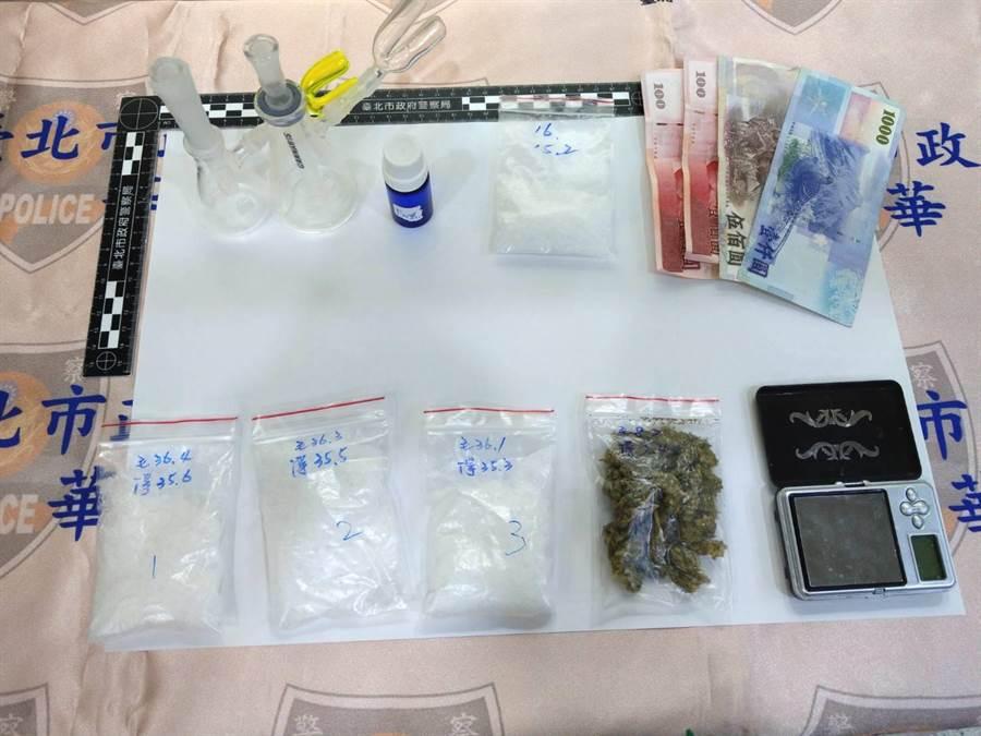 萬華分局在北市松山區八德路一處出租民宅查獲男子毒轟趴,查獲大麻等毒品。〔謝明俊翻攝〕