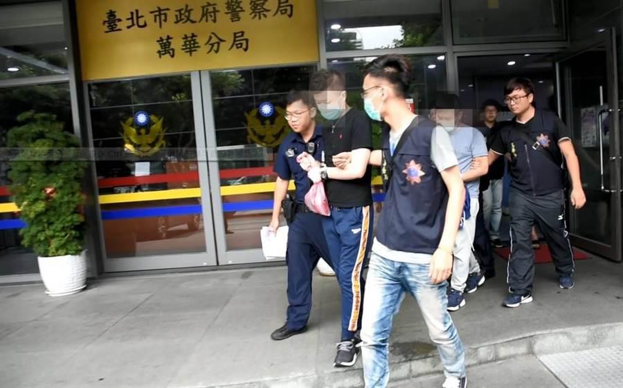萬華分局在北市松山區八德路一處出租民宅查獲男子毒轟趴,詢後將郭、許兩嫌移送法辦。〔謝明俊翻攝〕