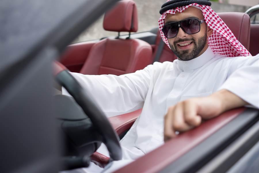裝阿拉伯王子行騙卅年 因火腿露餡(示意圖/達志影像)