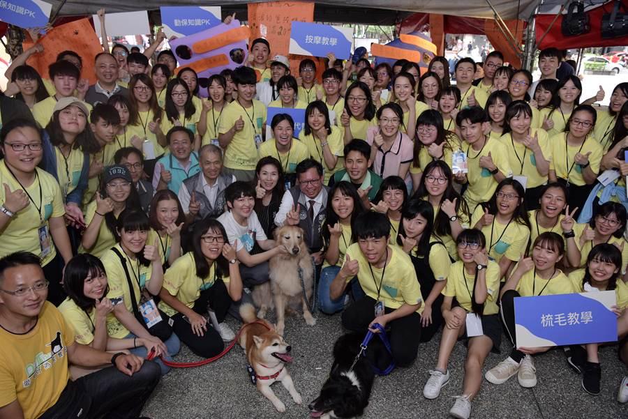 桃園市政府青年事務局推動青年志工整體方案,希望號召更多青年加入關心動物保護議題。(邱立雅攝)