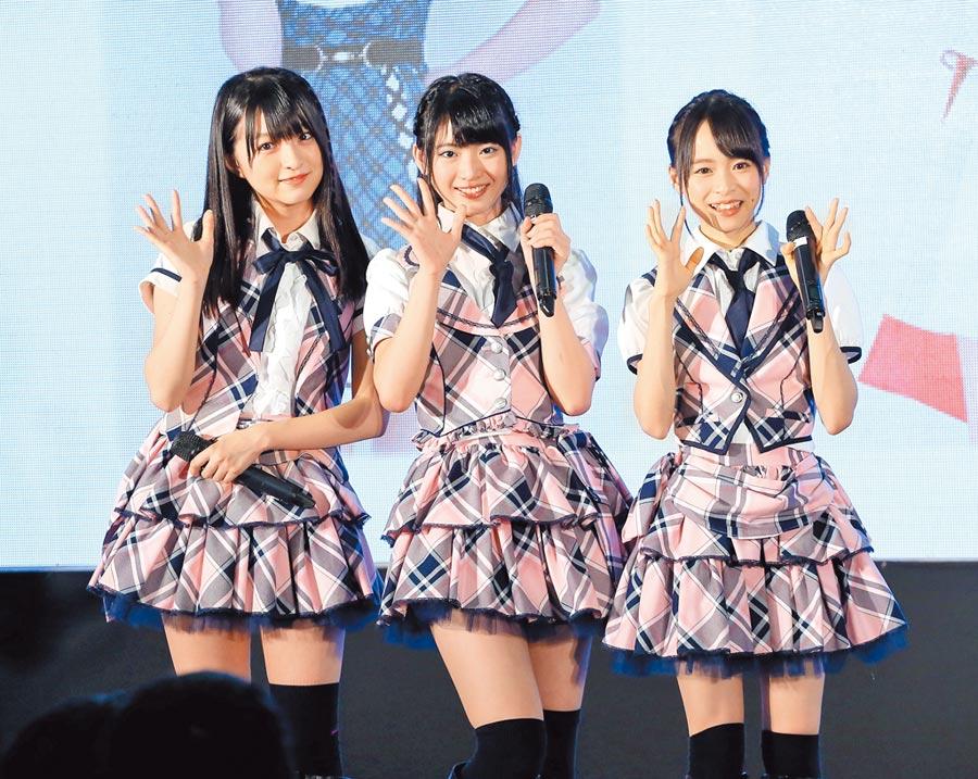 3年前馬嘉伶(中)甫出道,以新人之姿與日本人成員在台舉行見面會。