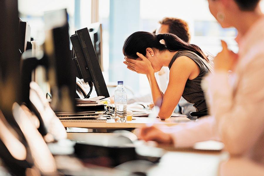電腦、手機等產品越來越普及,讓眼睛問題大增。(CFP)