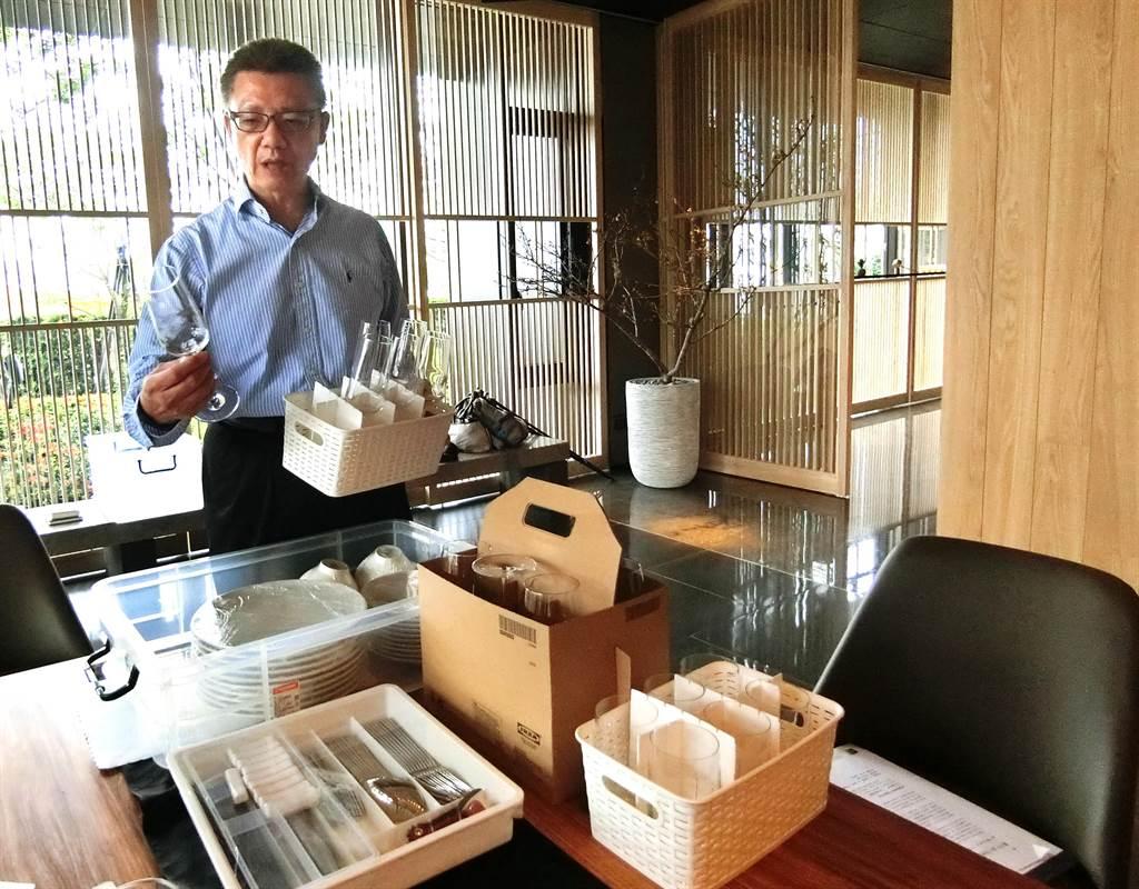 惠宇建設總經理顏定滄推動共享,連社區的鍋碗瓢盆椅子都可出借,以行動力投入環保與共享理念。。(盧金足攝)