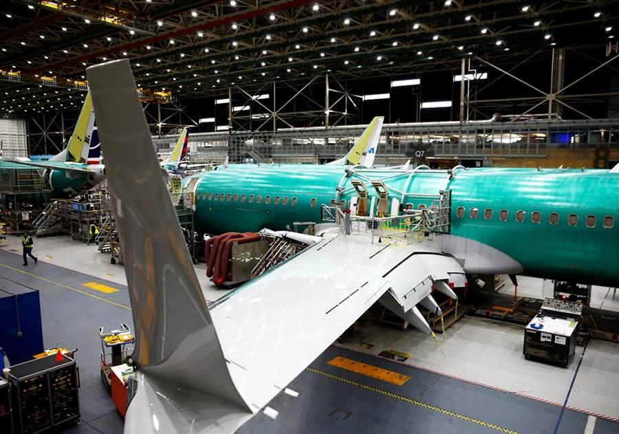 多達148件波音737飛機前緣縫翼(Leading Edge Slat)出現瑕疵,最終可能導致飛機機身受損,全球受影響飛機超過300架。(圖/路透社)