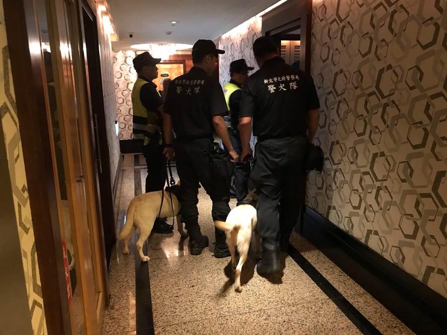 新北市永和警分局2日晚間8時起執行區域聯防「擴大臨檢」。(葉書宏翻攝)