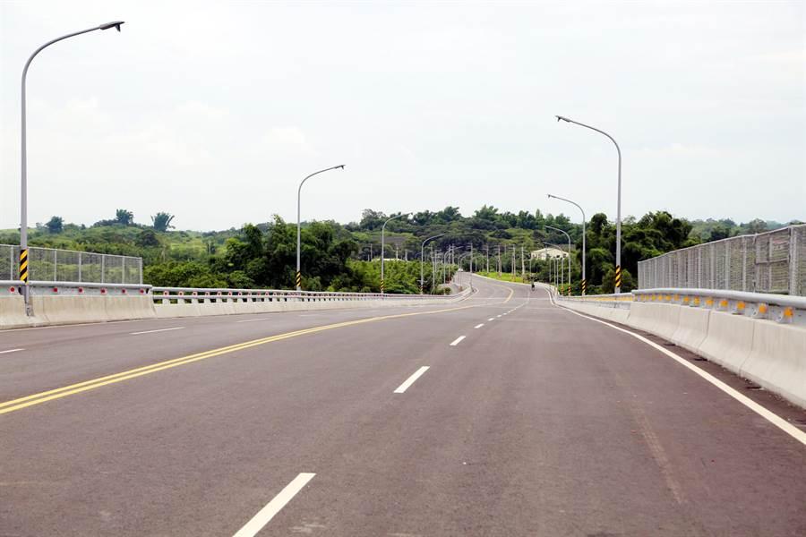 台南永康砲校預定遷建關廟區,2條聯外道路3日通車。(市府提供)