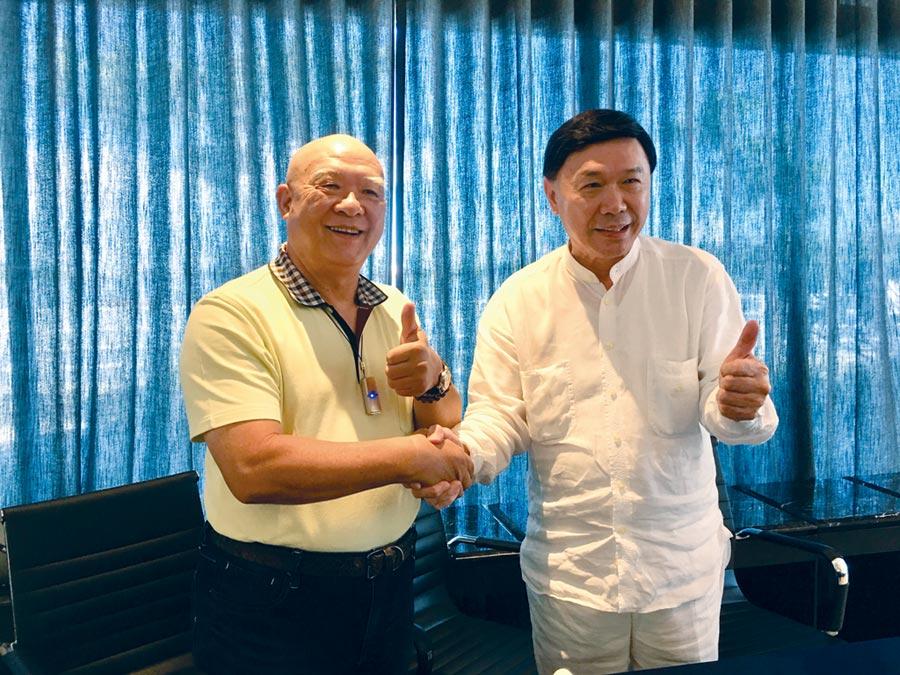 來思達創辦人謝貞德(右)2日攜手三洋紡董事長陳和順宣布入股三洋紡。圖/李麗滿