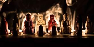西洋棋放抽屜沒人理 竟是千萬骨董