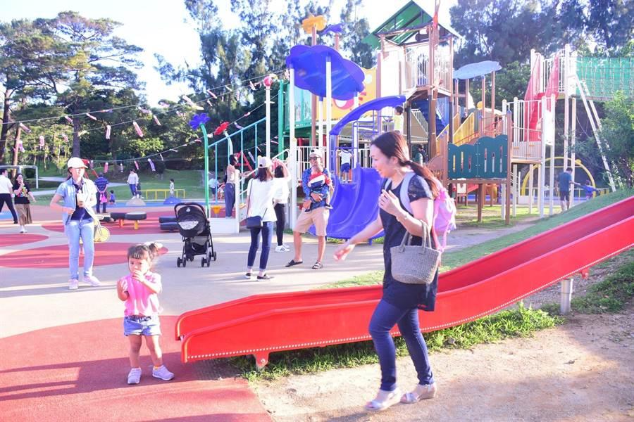 花蓮市公所近年推動親子共融公園,特別赴日本沖繩縣觀摩親子公園設施。(許家寧翻攝)