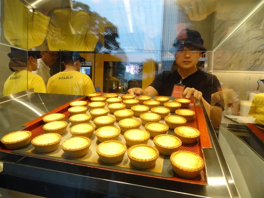 PABLO被封為全國排隊人氣第三名的甜點名店,每一個人一生一定要吃一次的起司塔。(馮惠宜攝)