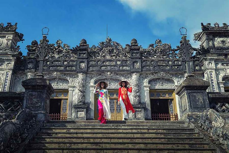 越南奧黛服飾,展現窈窕有致的好身材。
