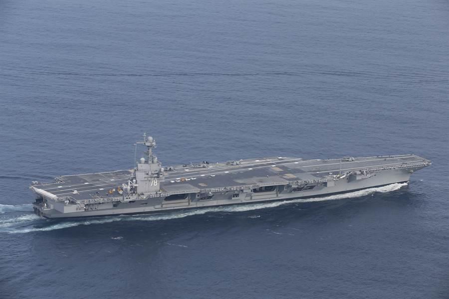 美軍福特號航母已完成船艦自衛系統與艦上綜合作戰系統的整合測試,能同時追蹤、定位、接戰多個來襲敵方目標。(圖/美國海軍)