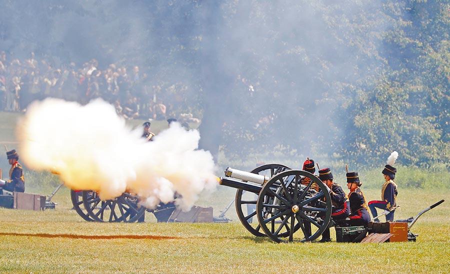 英國政府以82響禮炮向川普致敬。(法新社)
